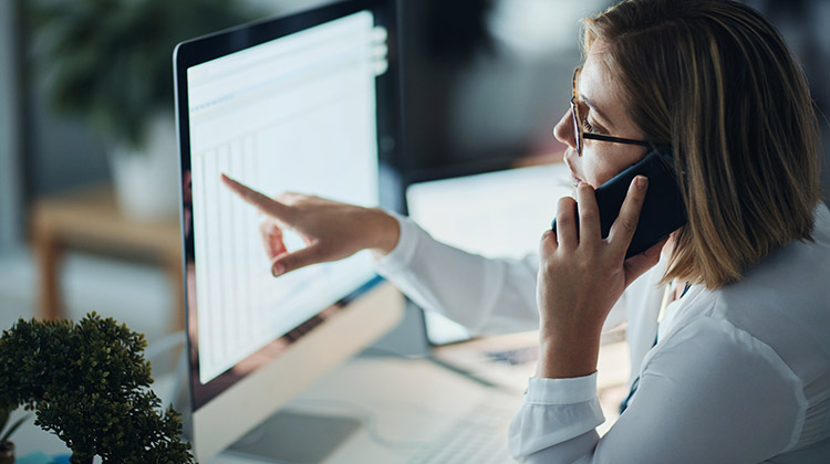 female investor at computer